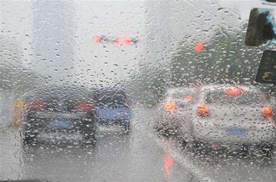 """路面湿滑易""""出轨""""?,新CS75为安全行车把关"""