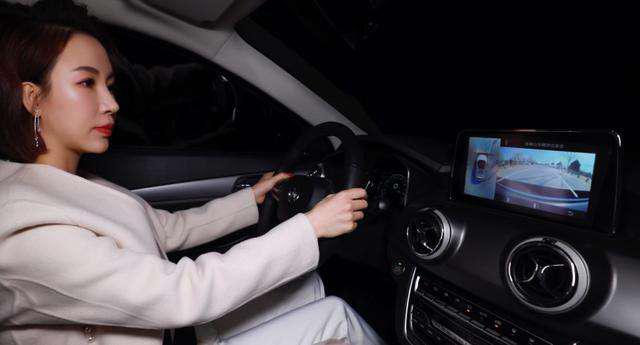 潘晓婷公开点赞的满分车居然是TA,网友:给劳斯莱斯留点面子吧