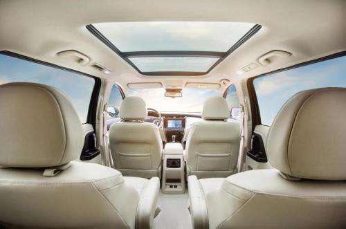拥有一辆高端商旅MPV是一种什么样的体验?