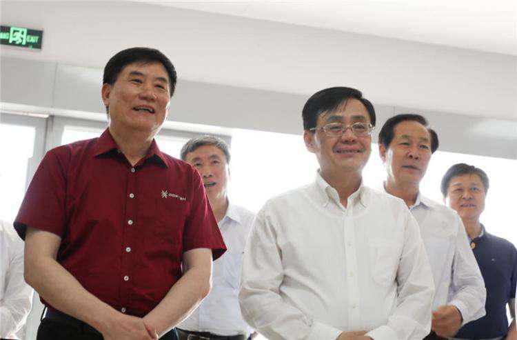 全国政协副主席何维一行莅临大乘汽车产业园调研