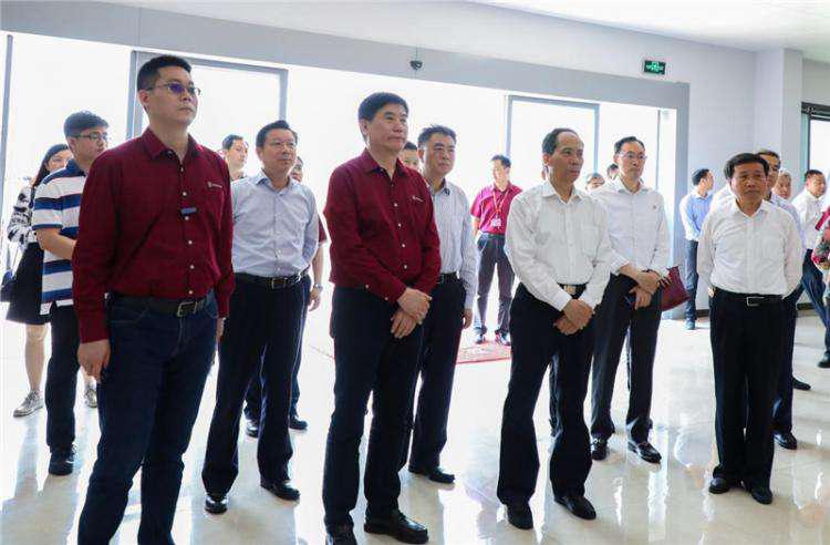 全国人大常委会副委员长吉炳轩鼓励大乘汽车做大做强