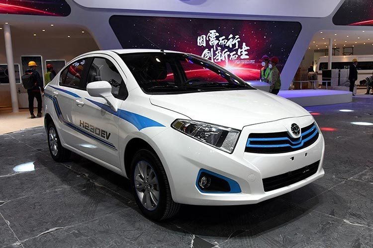 售16.98-17.98万元 华晨中华H230新能源上市-车神网