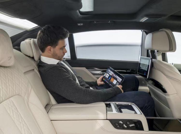 CES上的这辆宝马全新5系用这七大全新功能欲击败特斯拉-汽车氪