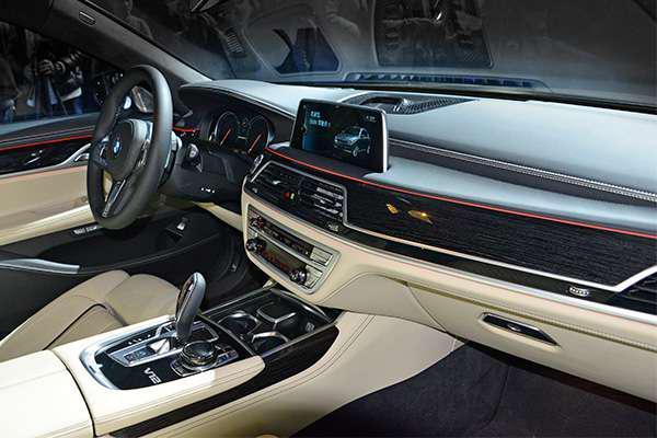 全新M760Li xDrive上演暴力美学-汽车氪