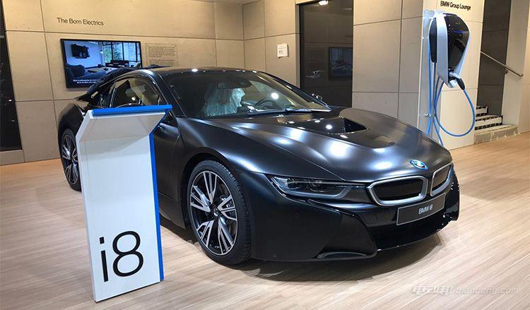 纯黑色涂装版宝马i8现身日内瓦车展-汽车氪