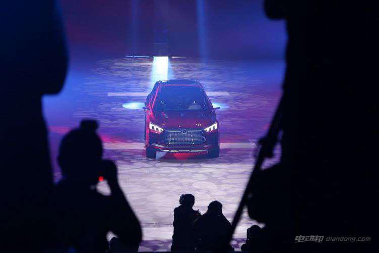 科技感爆棚 艾格操刀的比亚迪王朝概念车亮相-车神网
