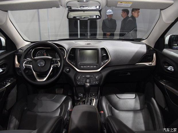 广汽菲克Jeep 自由光 2017款 2.4L 全能版