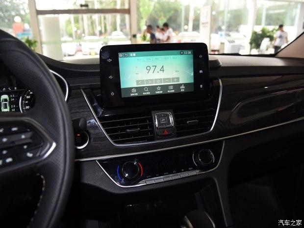 上汽通用五菱 宝骏560 2017款 1.5T DCT旗舰版