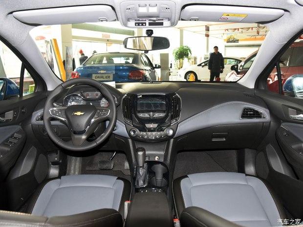 上汽通用雪佛兰 科鲁兹 2017款 1.4T 两厢 双离合领锋版