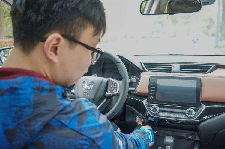 凭实力打动年轻人,凌派再成年末车市焦点