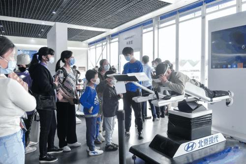 现实版速度与激情 就在苏州现代嘉年华2.0活动现场