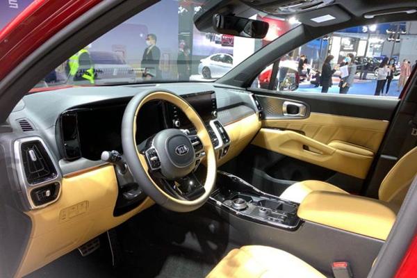 2020进博会:起亚全新索兰托Hybrid亮相
