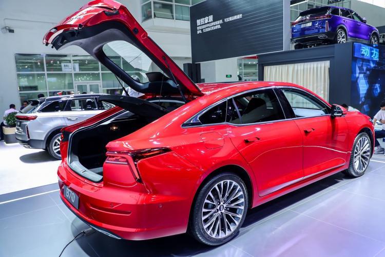 合资中级车见到这款车都躲着走,快来看看是哪款新车